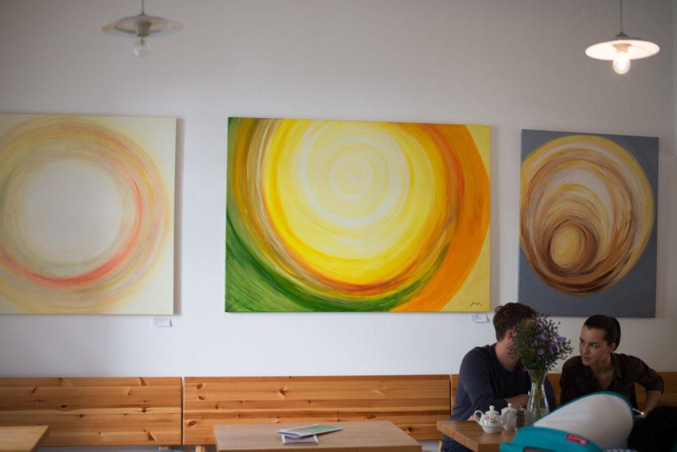 """Moderní abstraktní obraz """"Plno energie"""" - výstava ve Fér café České Budějovice"""