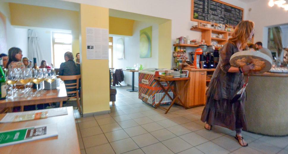 Výstava abstraktních obrazů Jane H. ve Fér café, České Budějovice