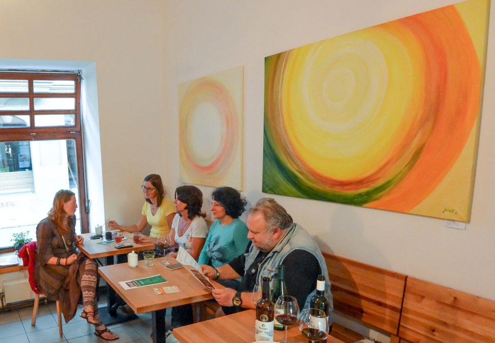 z výstavy moderních abstraktních obrazů Jane H. ve Fér café vČeskcýh Budějovicích